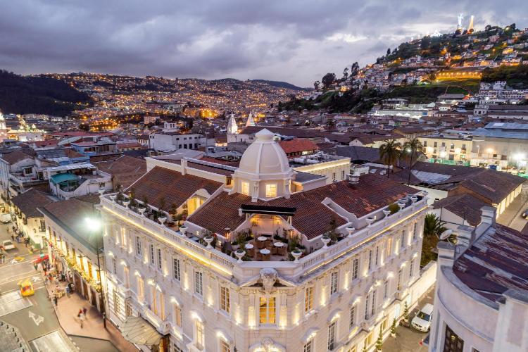 Bolivar Oe6-41 y Cuenca, Quito, Ecuador.