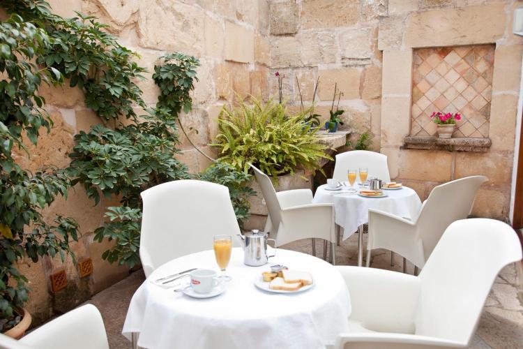 Carrer del Mercat, 18 07460, Pollença, Spain.