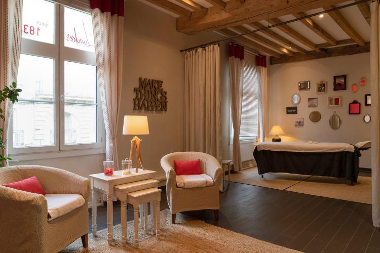 48 Rue d'Orléans, 49400 Saumur, France.