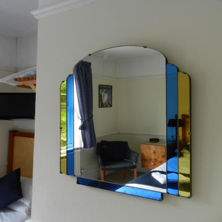 Springwood Guest House, 58 Massetts Road, Horley, Nr Gatwick, England.
