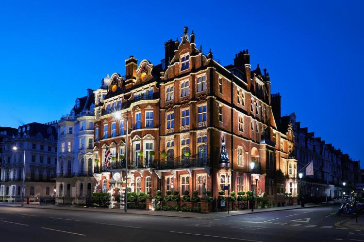 1 Kensington Court, London, W8 5DL, England.