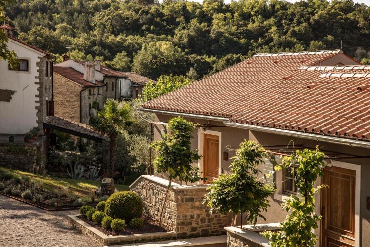 Muolini donji 7, 52460, Buje, Croatia.