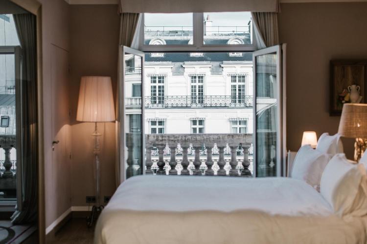 37 Avenue Hoche, Paris, 75008, France.