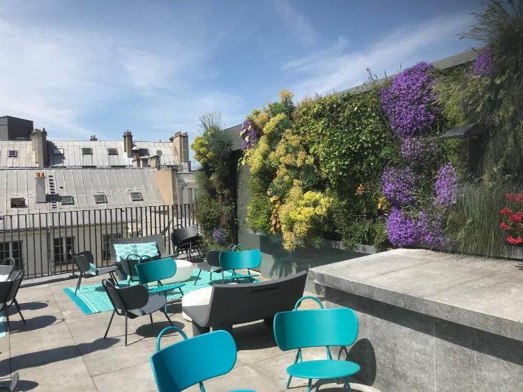17 rue de Richelieu, 75001 Paris, France.