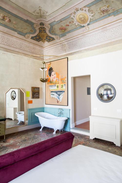 Via dei Serragli 7, 50124, Florence, Italy.