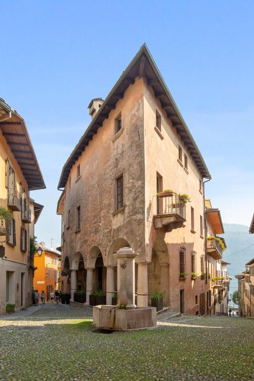 Via Marconi 35, 28822, Cannobio (VB), Italy.
