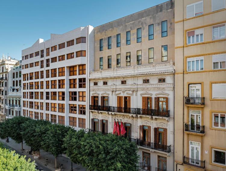 Carrer de Colón, 32, 46004 València, Valencia, Spain.