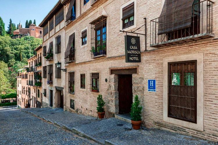 Cuesta de la Victoria, 9, 18010, Granada, Spain.