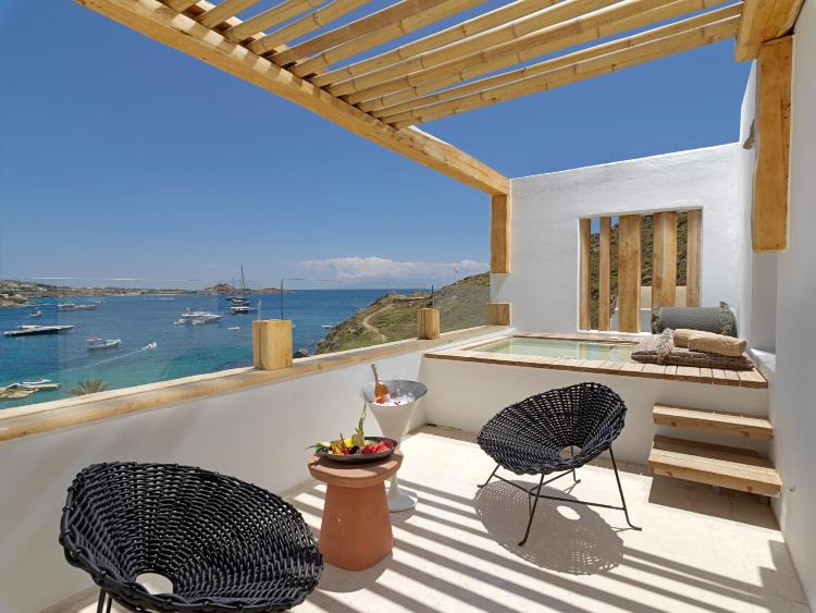 Psarou Beach, Mikonos 846 00, Greece.