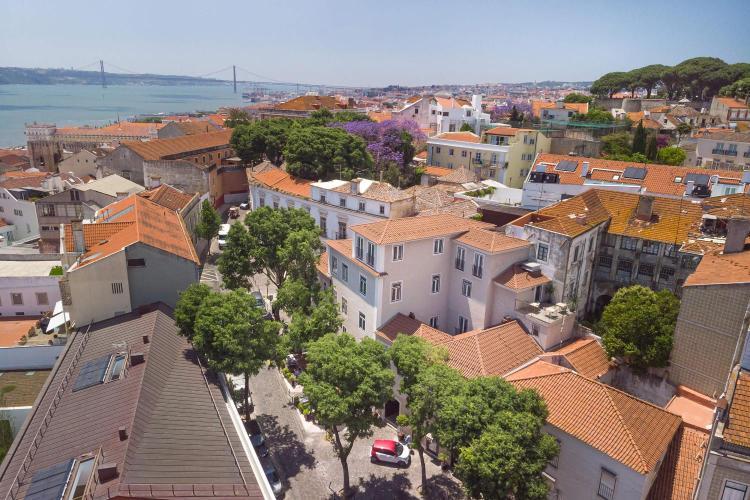 Rua de Santiago 10 a 14, Lisbon 1100-494, Portugal.