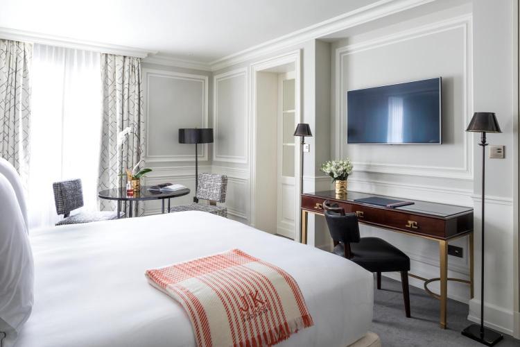 82 Rue de Lille, 75007 Paris, France.