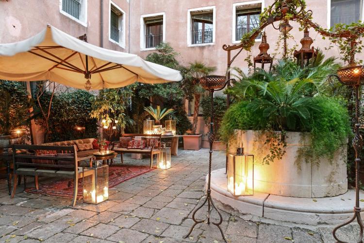 Riva degli Schiavoni 4149, Venice 30122, Italy.