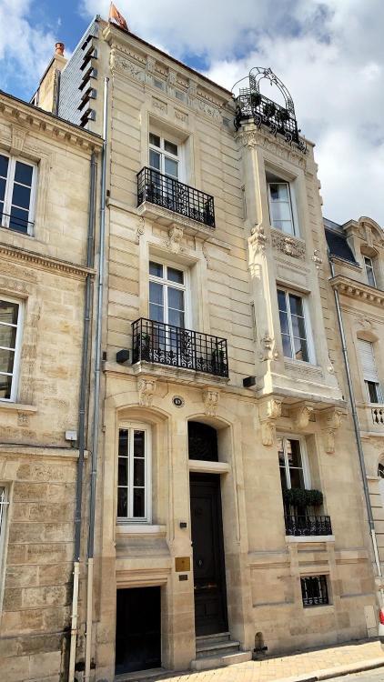 69 rue de la course, 33000 Bordeaux, France.