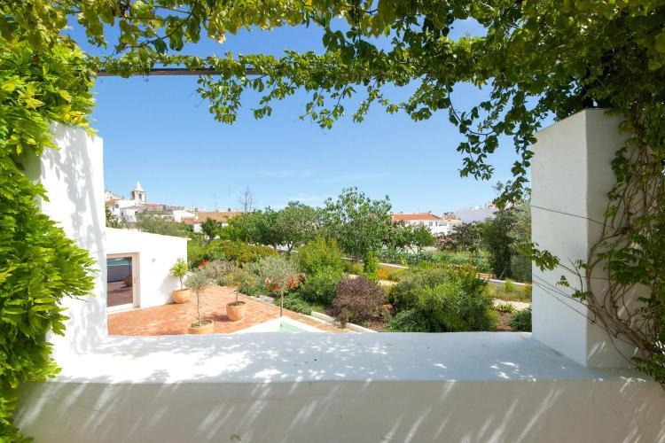 Rua do Joga da Bola 41, 8600-712, Lagos, Algarve, Portugal.