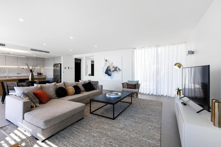 11 Altmann Avenue, Cannonvale, Queensland 4802, Australia.