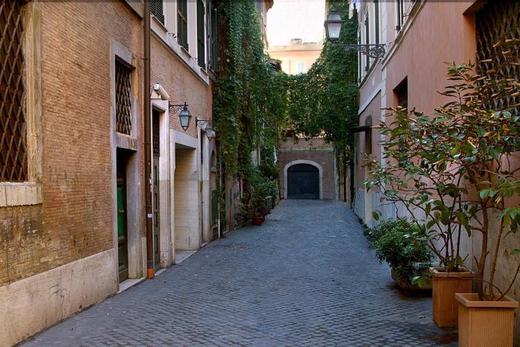 Vicolo delle Orsoline 13, 00186 Rome, Italy.