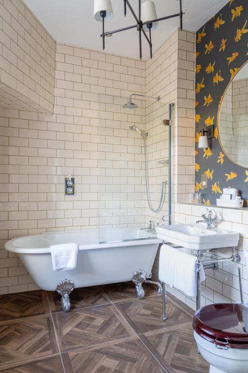 Russel St, Bath, BA1 2QF, England.