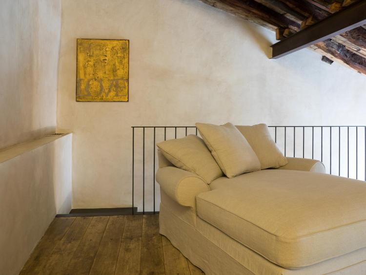 Via Giuseppe Rovelli 28, 22100 Como, Italy.