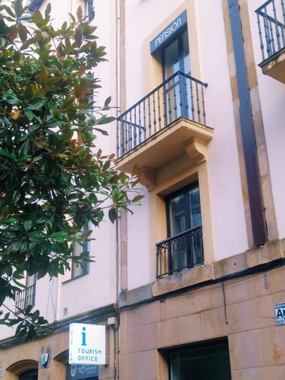 Plaza Sarriegi 1, piso 2, San Sebastián, 20003, Spain.