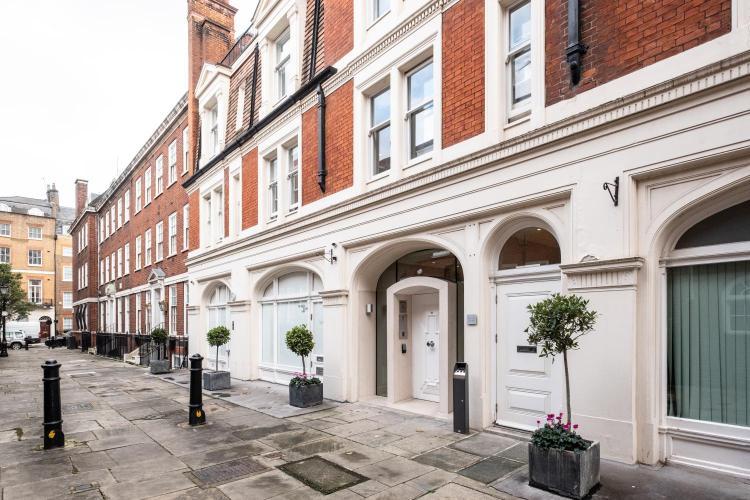 10 Lees Place, Mayfair, London W1K 6LL, England.