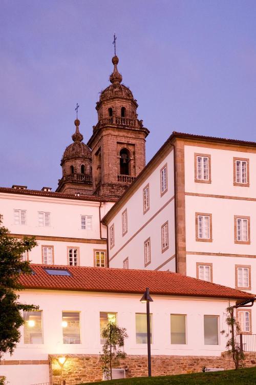 Campillo de San Francisco nº 3 15705 Santiago de Compostela, Spain.