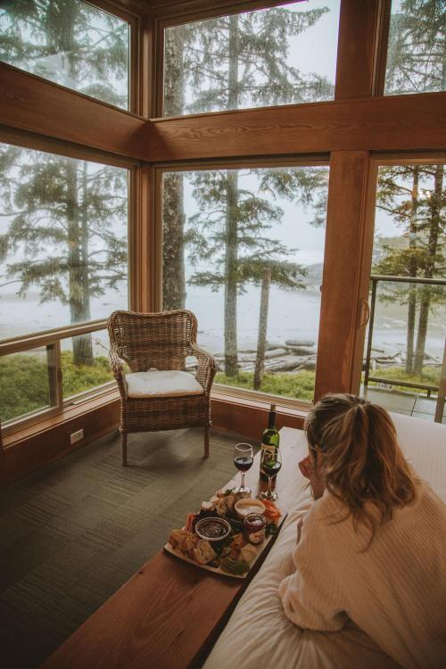 1421 Pacific Rim Highway, Tofino, British Columbia, V0R 2Z0, Canada.