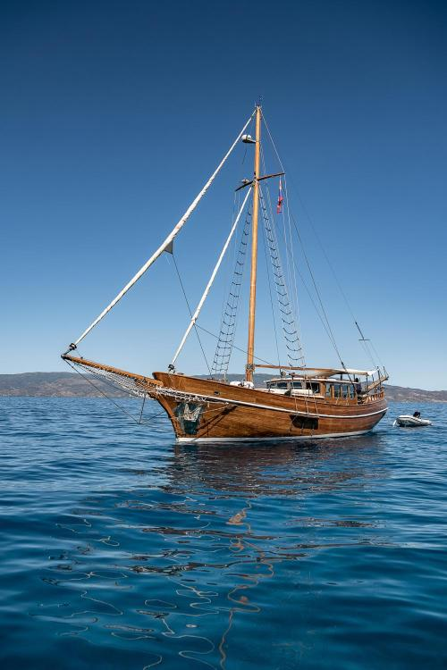 Vlychos, Hydra 180 40, Greece.