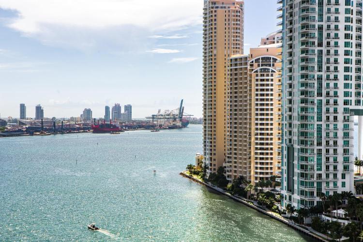 270 Biscayne Boulevard Way, Miami, Florida, FL 33131, United States.