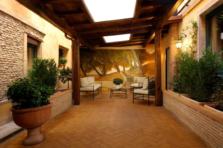 Via dell'Arco di S. Calisto, 00153, Rome, Italy.
