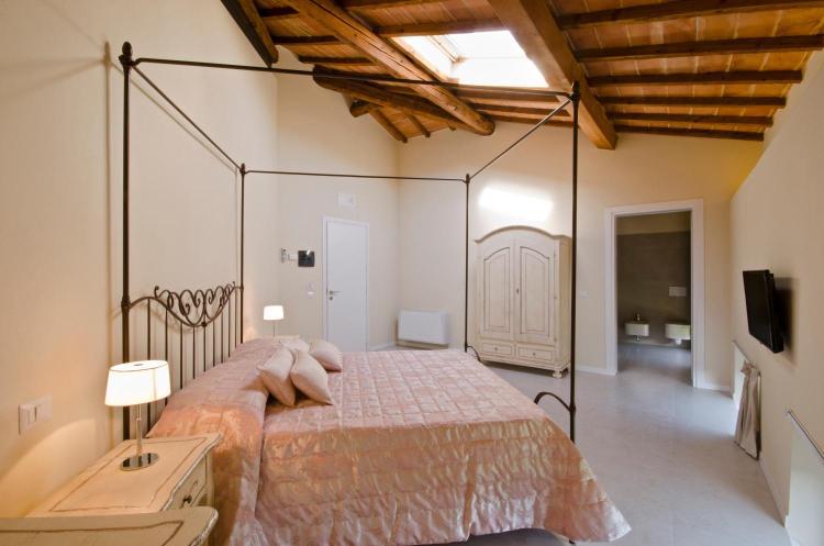 Via del Sole 6A, 53100 Siena, Italy.