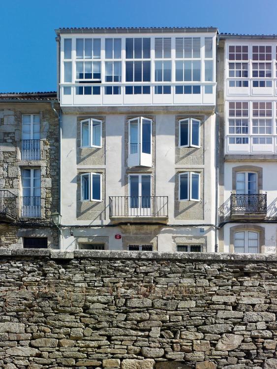 Calle Loureiros, 6 15704, Santiago de Compostela, A Coruña.