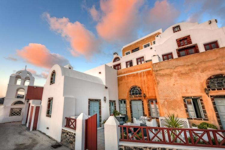 Ypapandís Street, 84700 Firá, Santoríni, Cyclades, Greece.