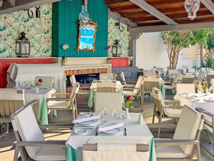 Bruselas s/n, Adeje 38660, Tenerife, Spain.
