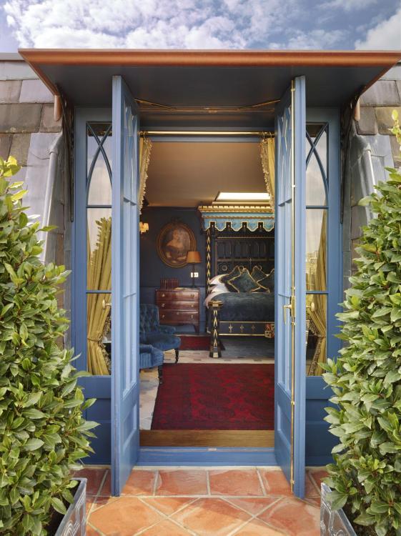 12 Folgate Street, London, E1 6BX, England.