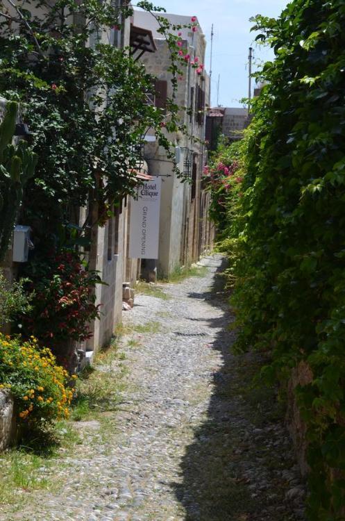 Andronikoy 12, Rodos 851 00, Greece.