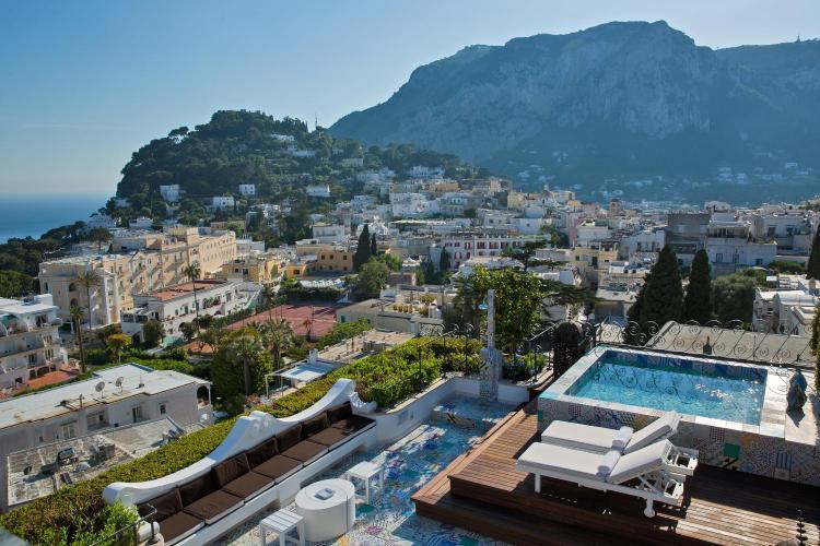 Via Croce 11-15, 80076 Capri, Italy.