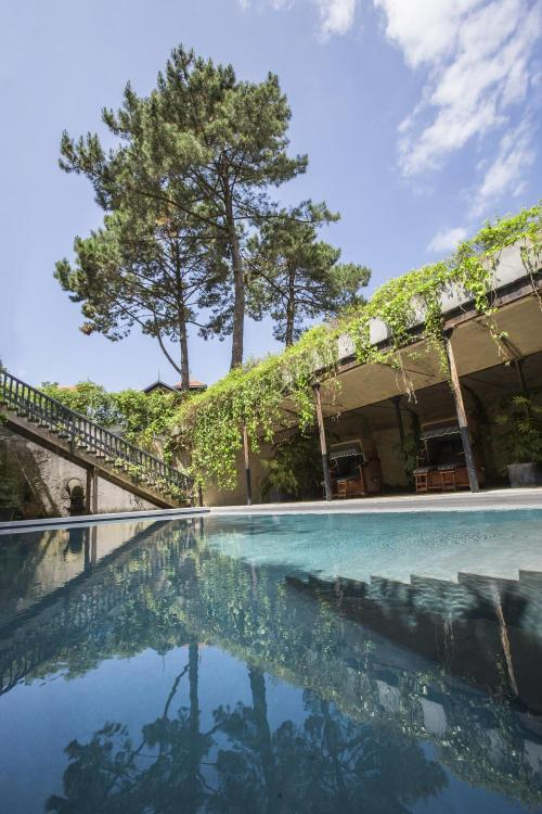 20 Avenue Victor Hugo, 33120 Arcachon, France.