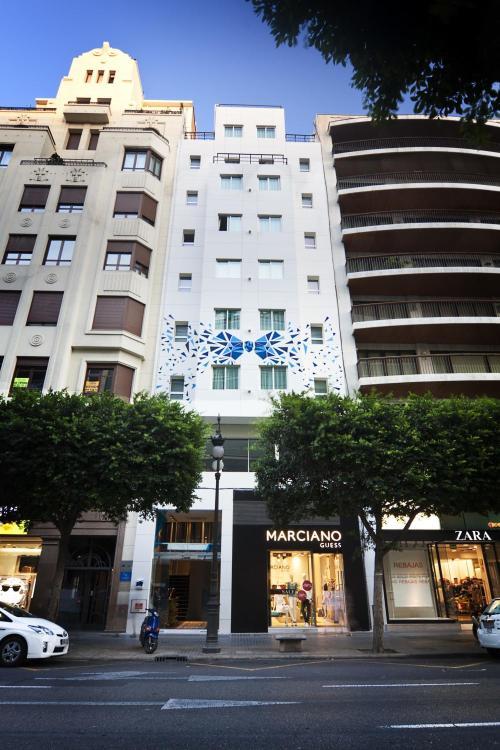 Calle Colón, 46, Eixample, 46004 Valencia, Spain.