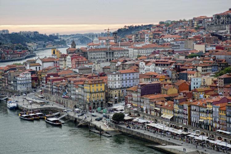 Rua do Infante D. Henrique 1, 4050-296, Porto, Portugal.