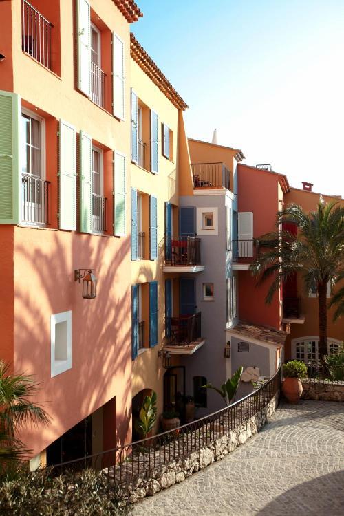 20 Avenue Paul Signac, 83990 Saint-Tropez, France.
