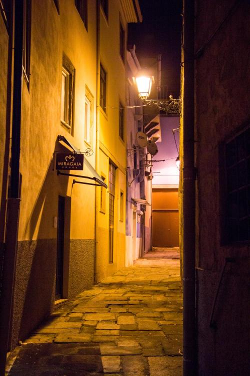 Rua de Miragaia 118, 4050-385, Porto, Portugal.