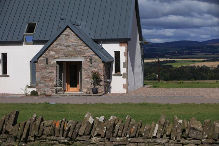 Balbinny Farm, Aberlemno, by Forfar, Angus DD8 3PF, Scotland.