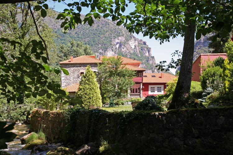 Calle Flórez Estrada, 33840, Pola de Somiedo, Asturias, Spain.