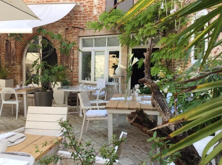 10 Place Gambetta, 47140 Penne-d'Agenais, France.