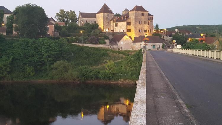 Place de l'Église, Meyronne, 46200, Lot, France.