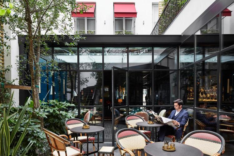 28 rue St-Roch, 75001 Paris, France.