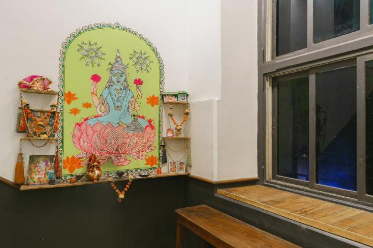 18, Lansdowne house, M.B. Marg, Apollo Bunder, Colaba, Mumbai, 400001, India.