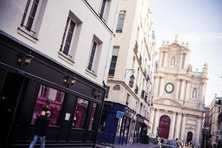 10 rue d'Ormesson, 75004 Paris, France.