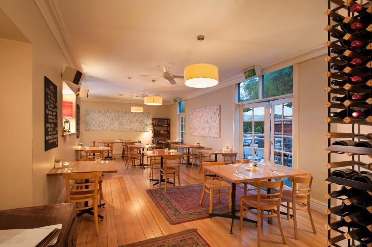 4 Hobson St, Queenscliff, Victoria, 3225, Australia.