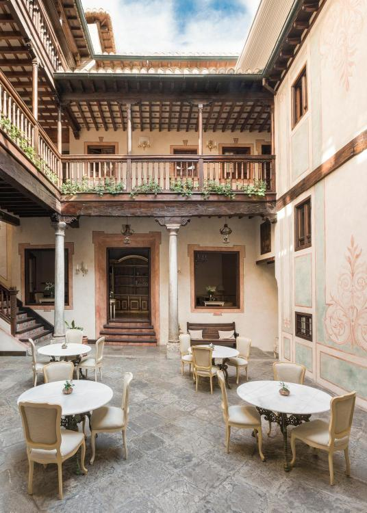 Calle Benalúa 11, 18010, Granada, Spain.